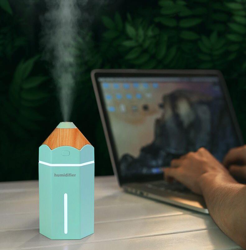Niebieski nawilżacz powietrza Pencil Cronos na biurku