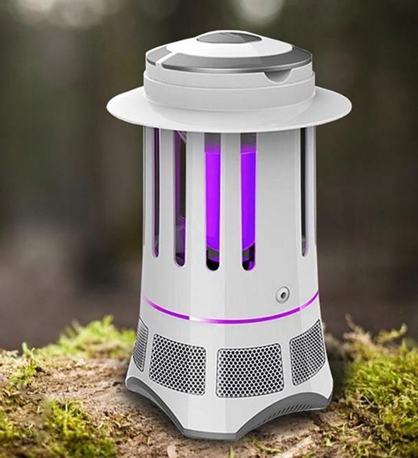 Lampa owadobójcza Cronos stoi na pniu