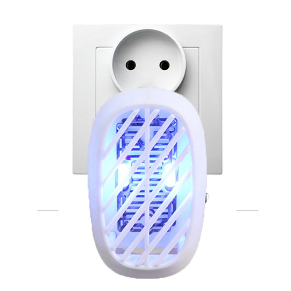 Lampa owadobójcza AGD-08 wpięta do kontaktu
