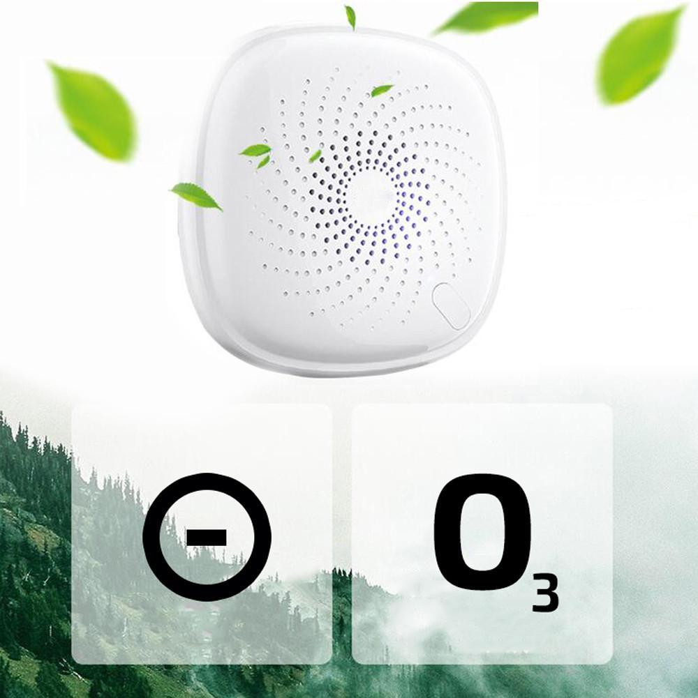 Biały oczyszczacz powietrza i listki na jego tle