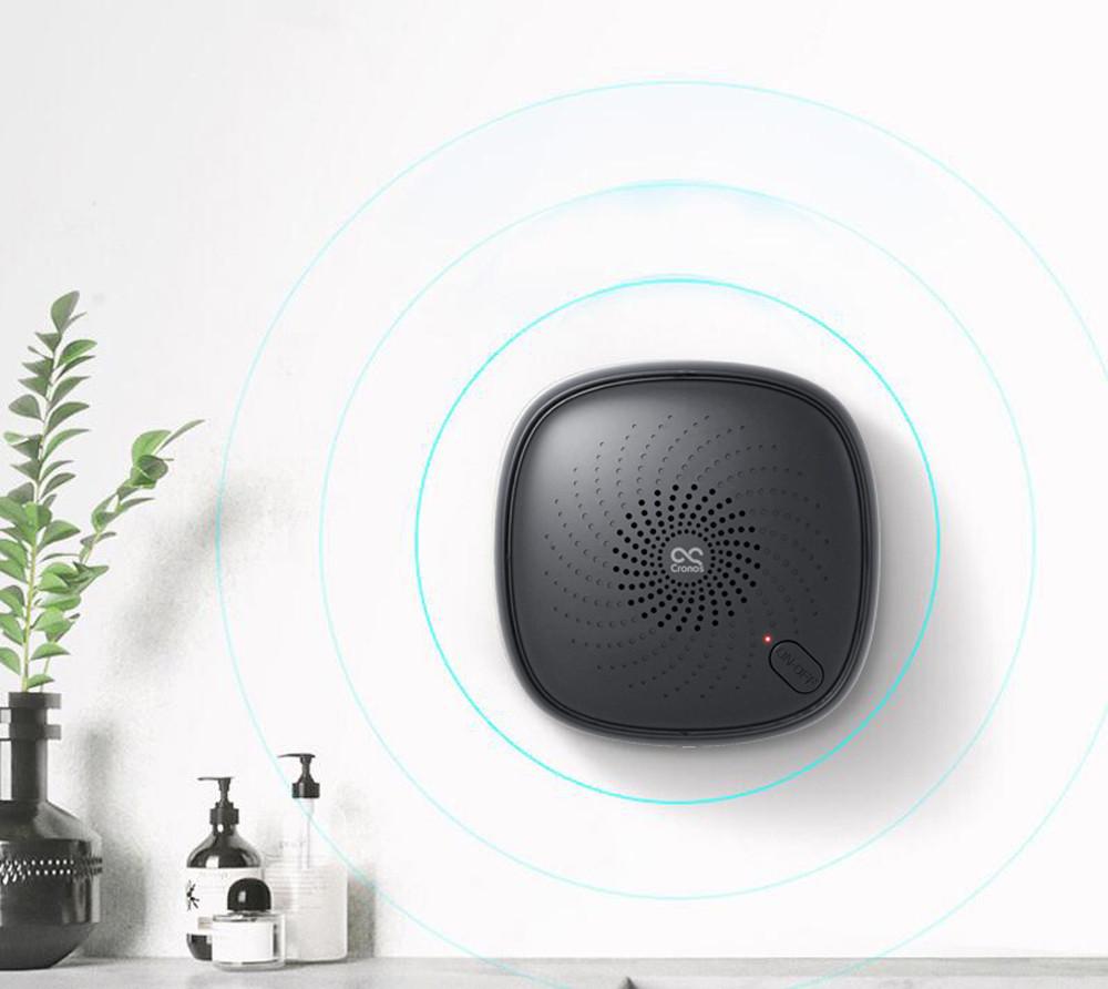 Czarny oczyszczacz powietrza na ścianie