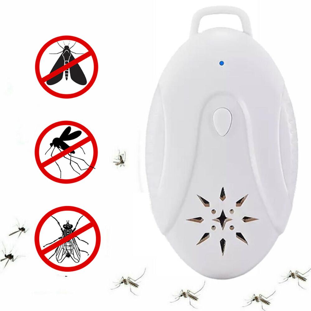 Odstraszacz kleszy i komarów na białym tle