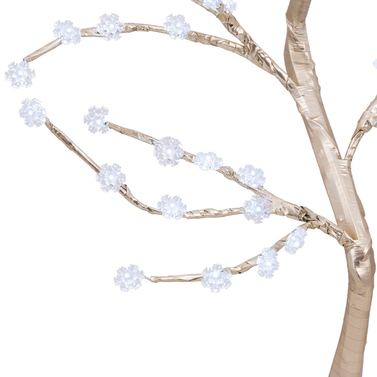 Zbliżenie na śnieżynki na złotym drzewku LED świątecznym