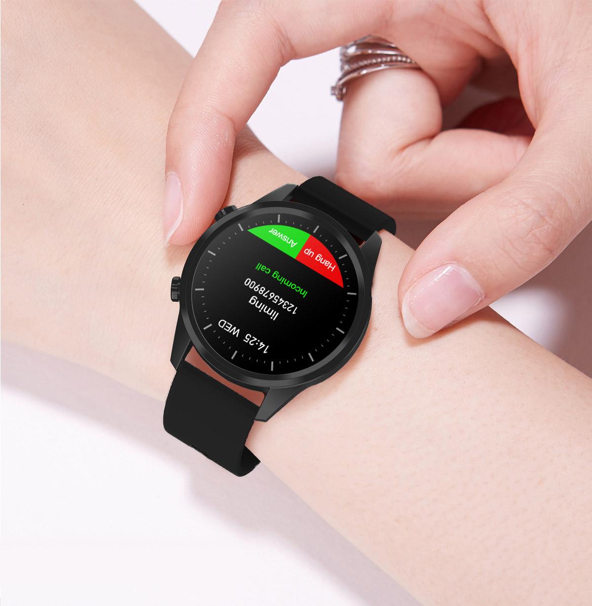 Smartwatch na kobiecej ręce