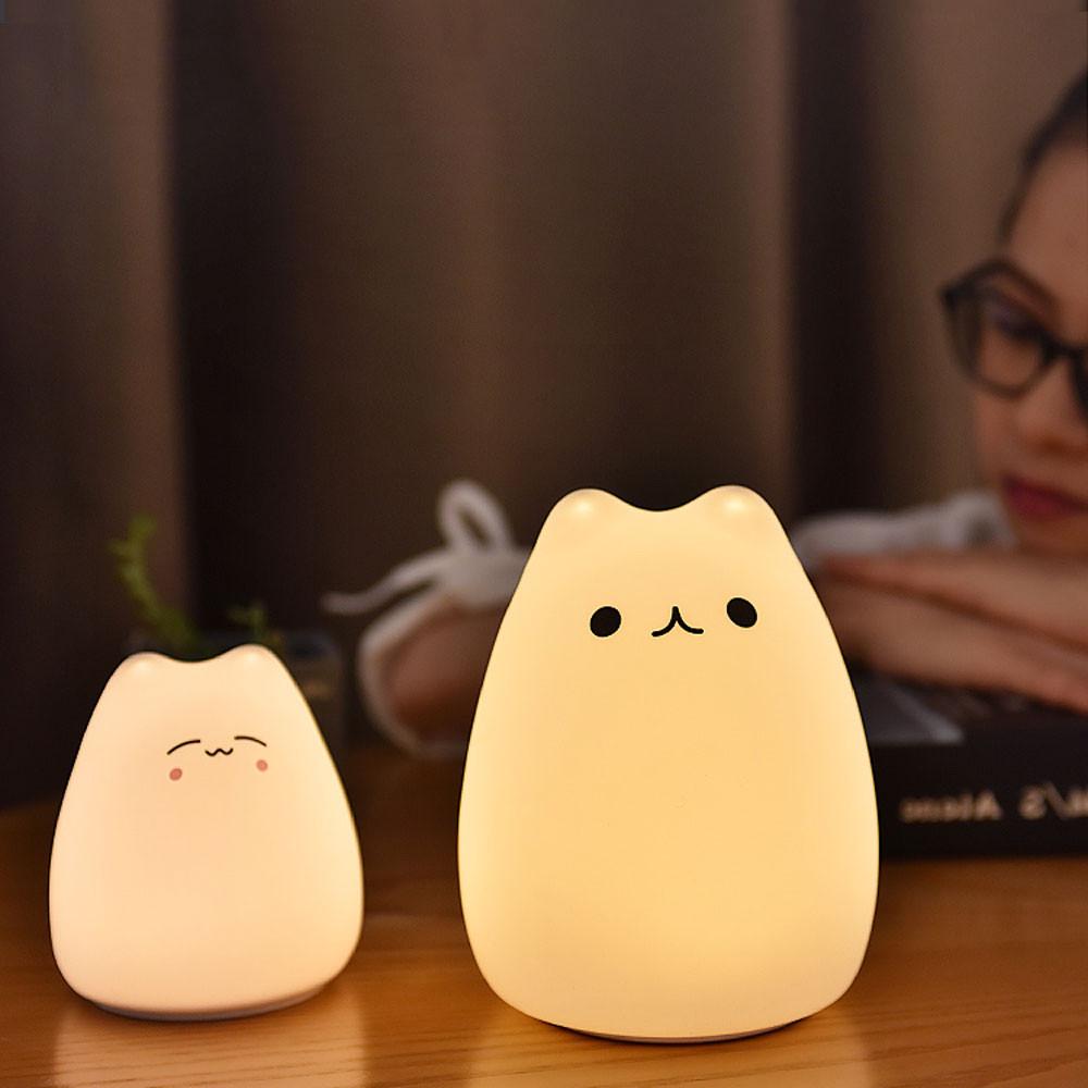 Lampka LED Kitty na stole