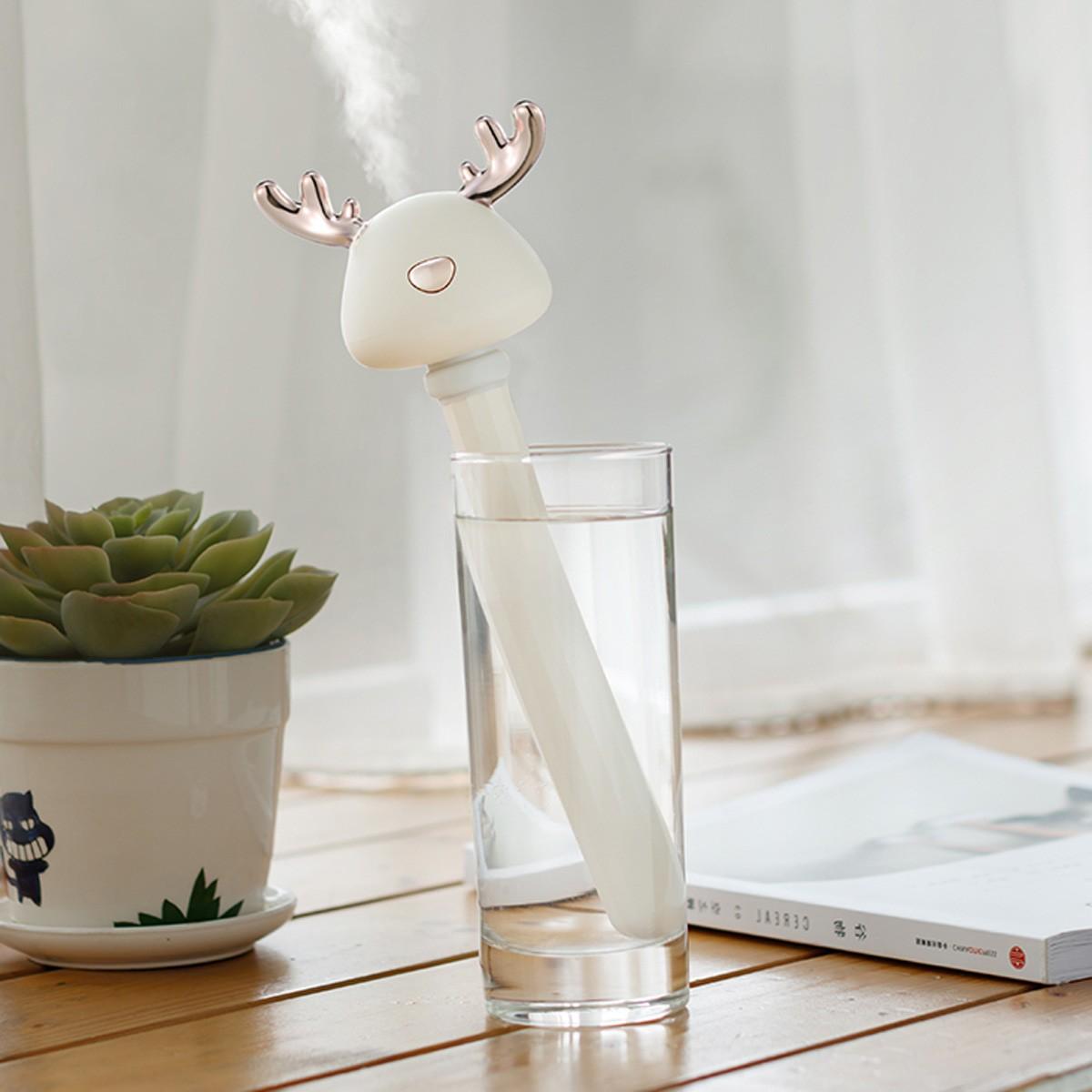 Nawilżacz powietrza Mini Deer w szklance z wodą