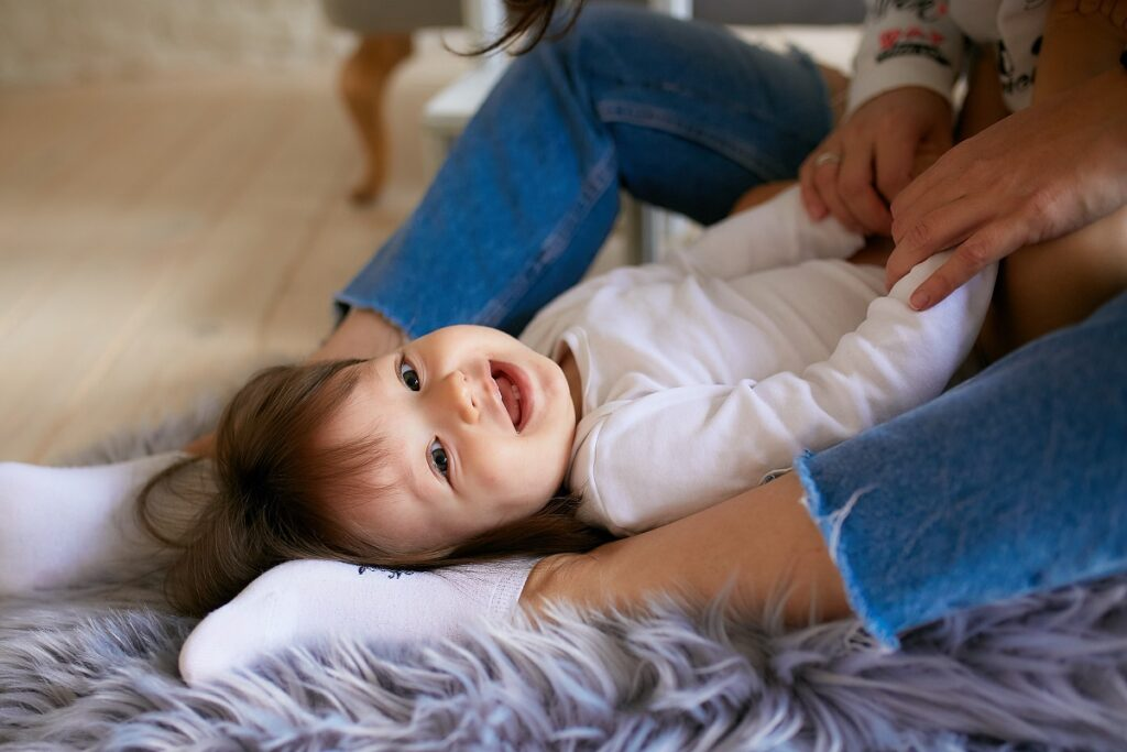 Dziecko w swoim ochłodzonym pokoju