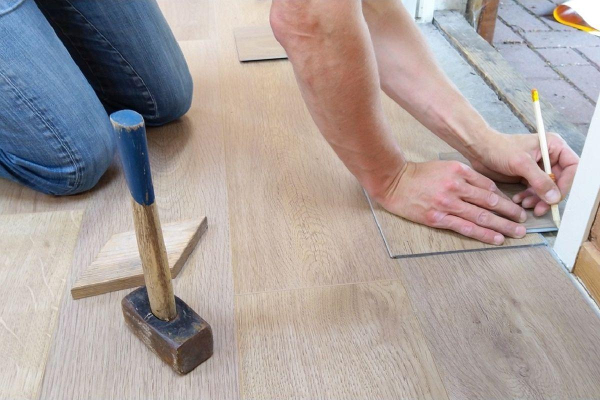Folia grzewcza pod panelami na podłodze