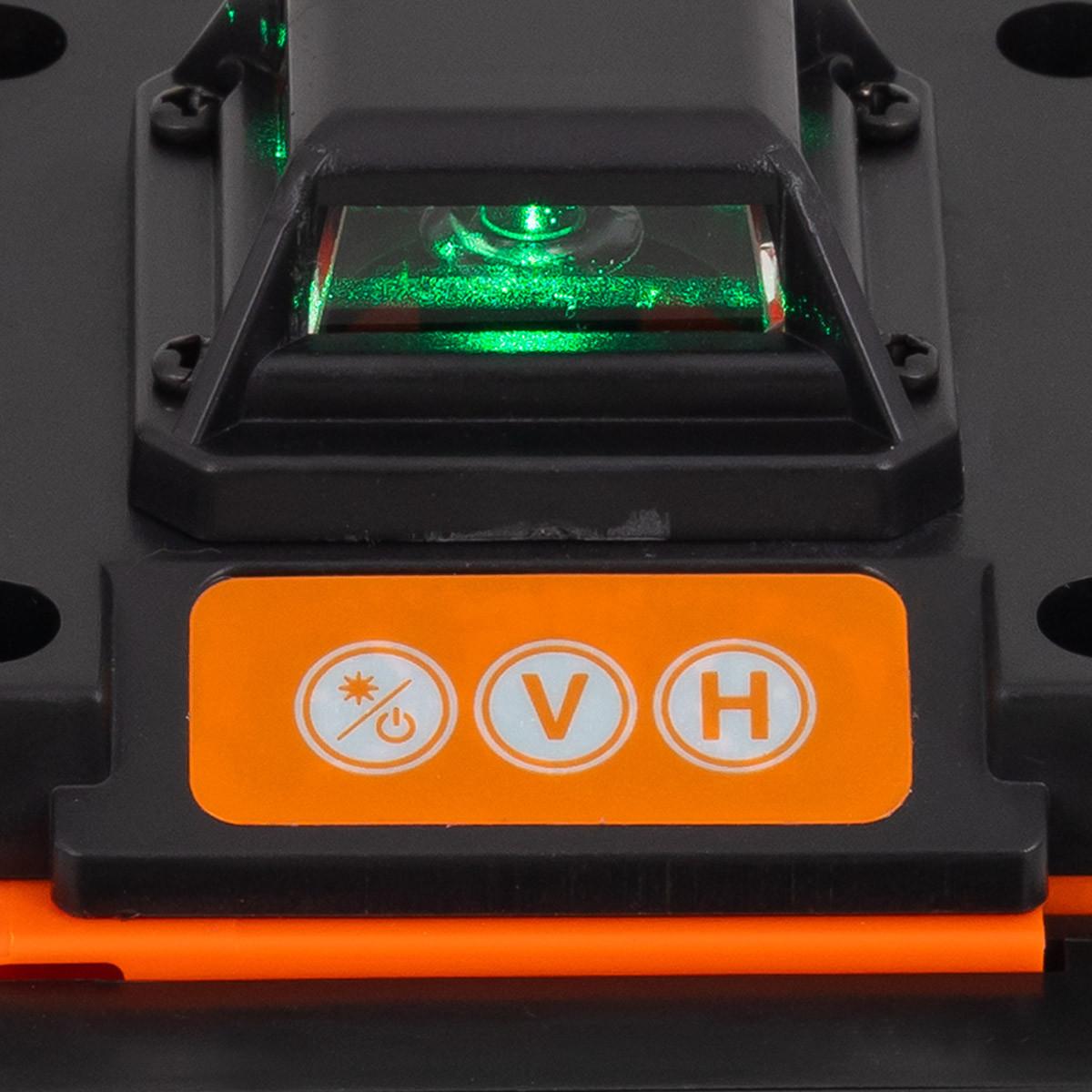 Zbliżenie na przyciski na poziomicy laserowej