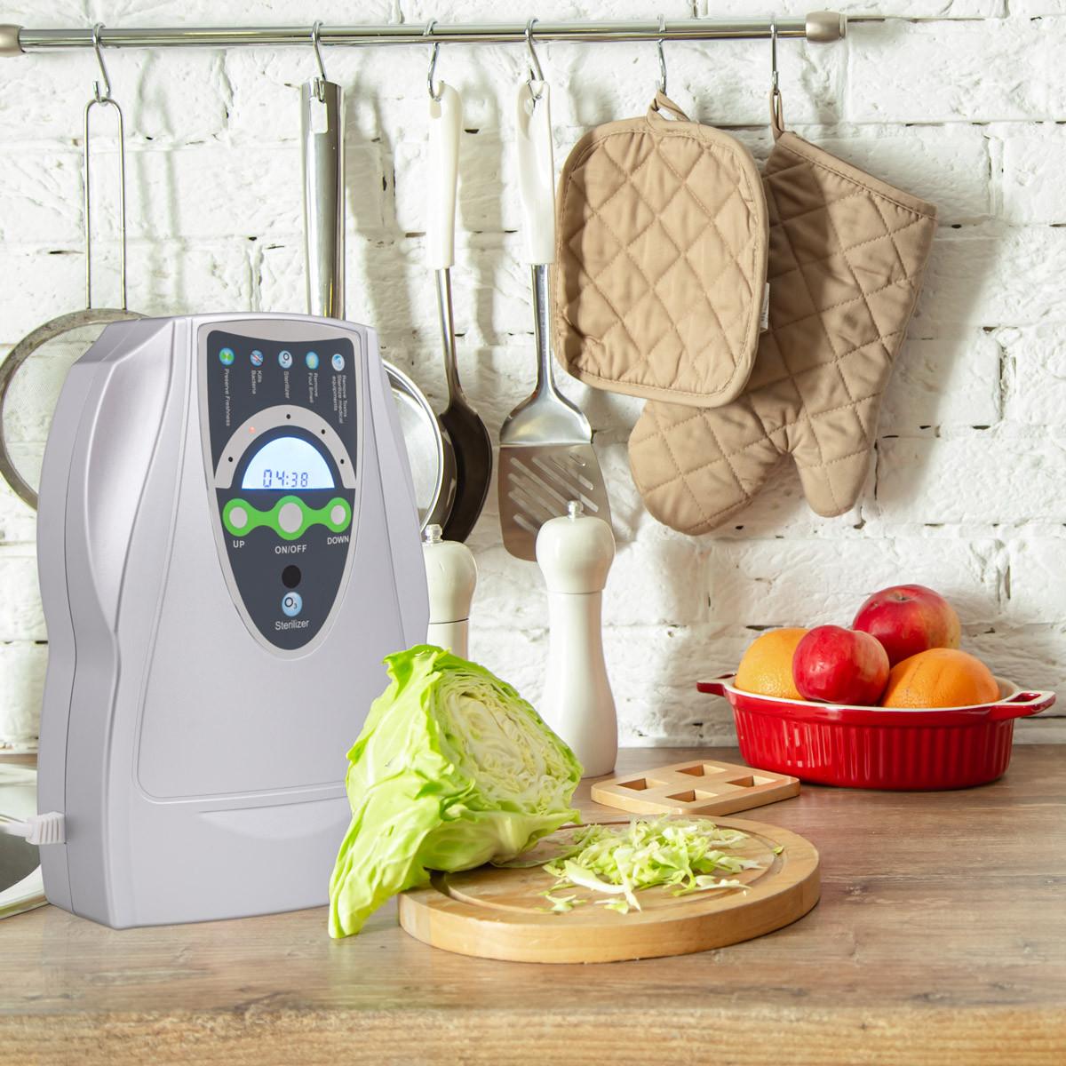 Ozonator powietrza i miska z warzywami